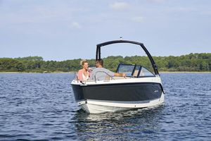 lancha Day Cruiser com motor de popa / bowrider / máx. 6 pessoas