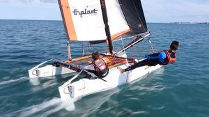 catamarã esportivo de lazer