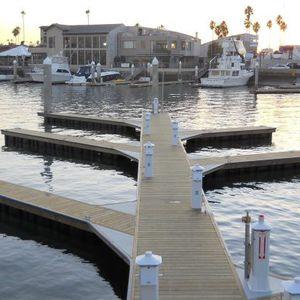 píer flutuante / de atracação / para marina / para porto
