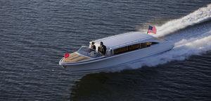 lancha Express Cruiser com motor de centro / open / com console dupla / bote auxiliar para iate