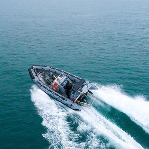 barco profissional barco-patrulha / com motor de popa / em alumínio / barco inflável semirrígido