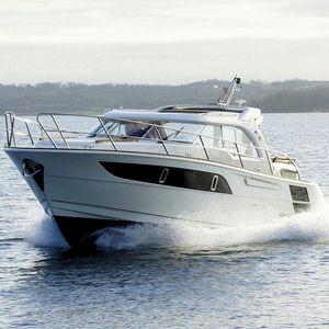 lancha Express Cruiser com motor de centro / bimotor / com casco planante / com hard-top