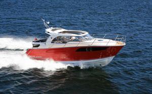 lancha Express Cruiser com motor de centro / com hard-top / máx. 8 pessoas / 3 cabines