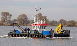 barco empurrador / com motor de centro