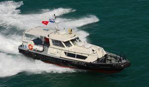 barco para transporte de tripulação / com motor de centro hidrojato / em alumínio
