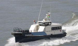 barco para transporte de tripulação / com motor de centro / em alumínio