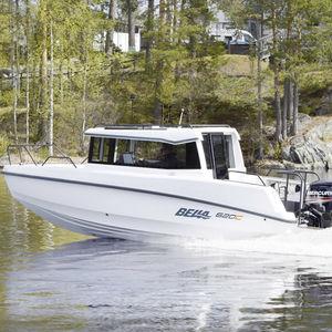 lancha Day Cruiser com motor de popa / com cockpit fechado / de pesca esportiva / máx. 7 pessoas