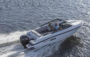 lancha Day Cruiser com motor de centro