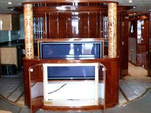 compartimento para televisão de iates