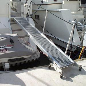 passarela para barco / articulada / manual / com corrimão