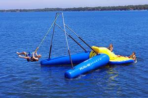 equipamento de diversão aquática catapulta