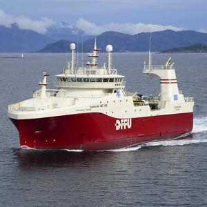 navio de pesca profissional de arrasto
