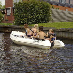 bote com motor de popa / rotomoldado / máx. 3 pessoas