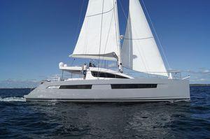 iate à vela catamarã / de cruzeiro oceânico / com flybridge / 4 cabines