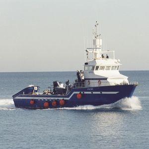 navio de pesca profissional atuneiro cercador