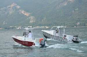 barco de pesca-passeio com motor de popa / com hard-top / em alumínio / máx. 8 pessoas