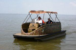pontoon boat com motor de popa / de pesca esportiva / máx. 5 pessoas