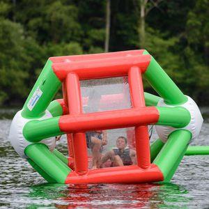 equipamento de diversão aquática em forma de roda