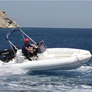 barco inflável com motor de popa / semirrígido / com console central / com console lateral