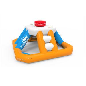 equipamento de diversão aquática em escada