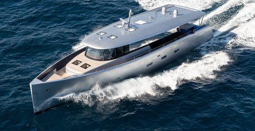 iate a motor de cruzeiro / offshore / com hard-top / com casa do leme