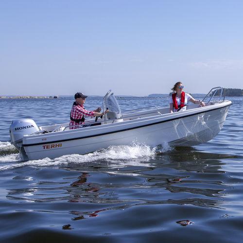 lancha de console central com motor de popa / com console central / open / de pesca esportiva