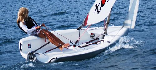 barco de vela ligeira individual / para escola / catboat