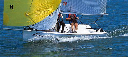 barco de vela ligeira para dois tripulantes / de regata / de lazer / spinnaker assimétrico