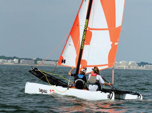 catamarã esportivo de lazer / para escola / para dois tripulantes / infantil