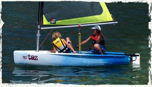 barco de vela ligeira para dois tripulantes / de lazer / para escola / catboat