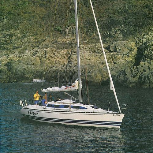 veleiro de cruzeiro e regata