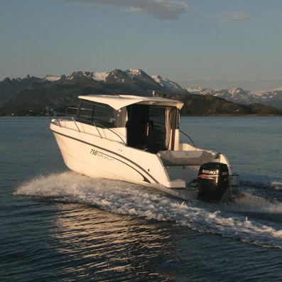 lancha Cabin Cruiser com motor de popa / com cockpit fechado / de pesca esportiva / máx. 8 pessoas