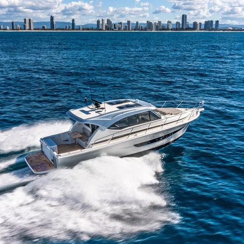 lancha Express Cruiser IPS POD