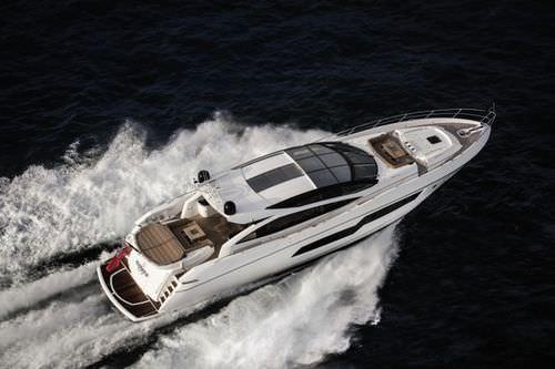 iate a motor de alta performance / com hard-top / com casco de deslocamento / 4 cabines