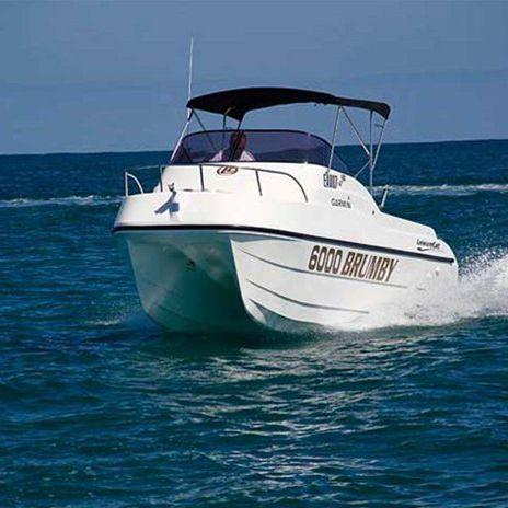 lancha Day Cruiser catamarã / com motor de popa / com casco planante / open
