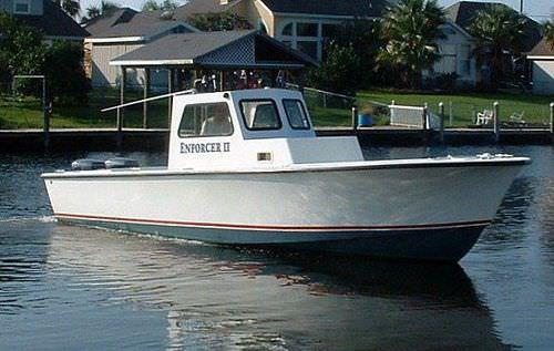 barco-patrulha / com motor de popa