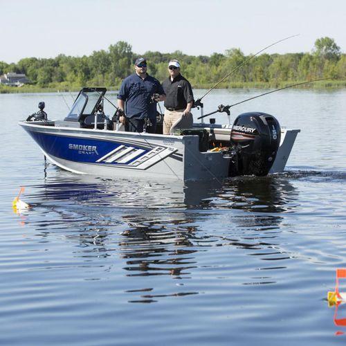 bay boat com motor de popa / com console dupla / de pesca esportiva / máx. 8 pessoas