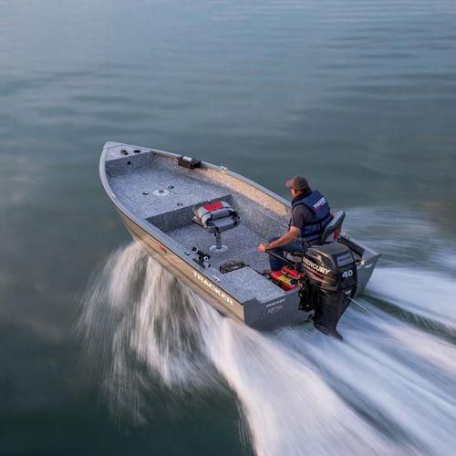 bay boat com motor de popa