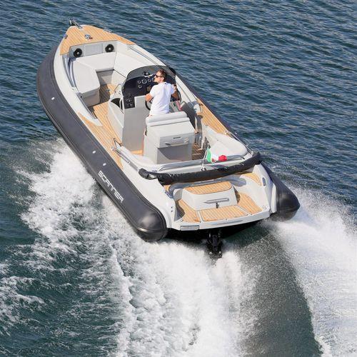 barco inflável com motor de centro / semirrígido / com console central / bote auxiliar para iate