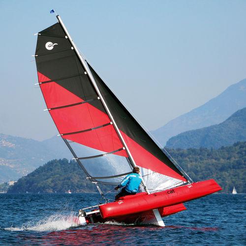 catamarã esportivo inflável / para dois tripulantes / individual / com um trapézio