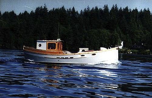 bote com motor de centro