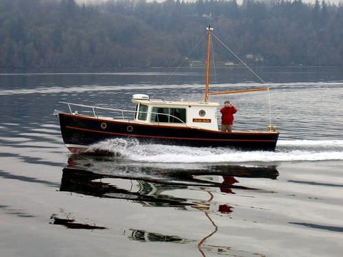 lancha Cabin Cruiser com motor de centro / com hard-top / fluvial / clássica