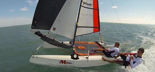 catamarã esportivo de lazer / para escola / para dois tripulantes