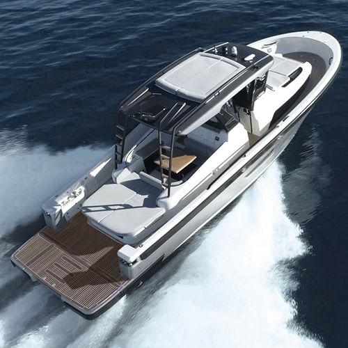 lancha Express Cruiser com motor de rabeta