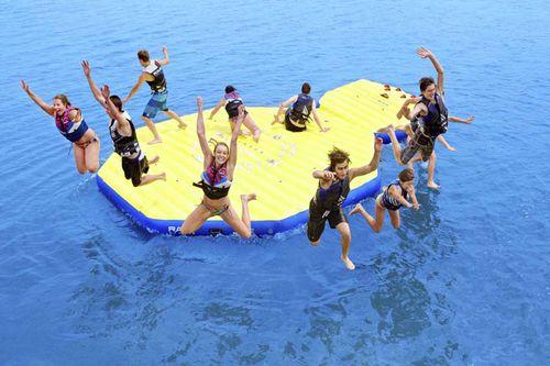 equipamento de diversão aquática ilha