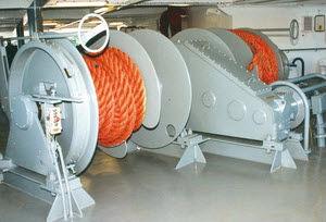 guincho para navio / hidráulico / de tambor duplo