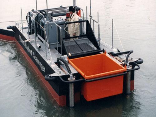 barco profissional barco de combate à poluição
