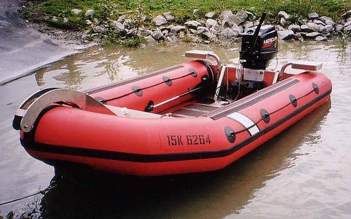 barco inflável com console central / máx. 13 pessoas