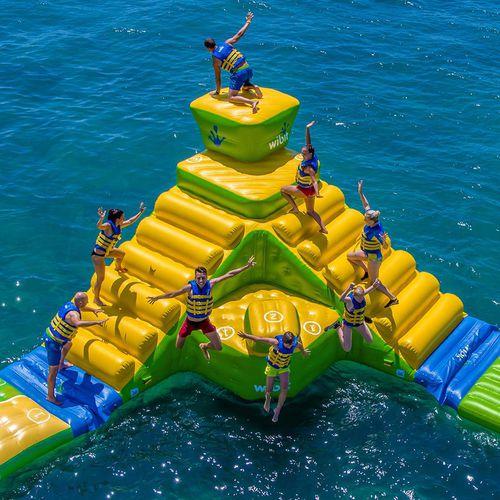equipamento de diversão aquática em escada / inflável