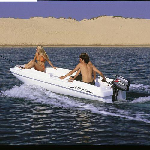 bote com motor de popa / de pesca esportiva / máx. 6 pessoas / máx. 3 pessoas